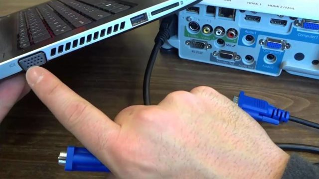 Почему ноутбук, компьютер не видит проектор, нет сигнала