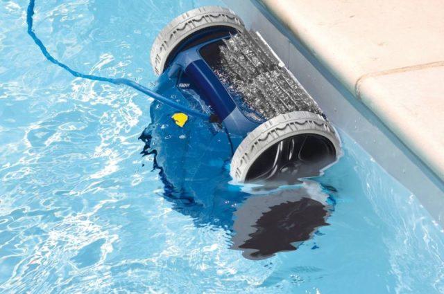 Принцип работы и как правильно пользоваться пылесосом для бассейна