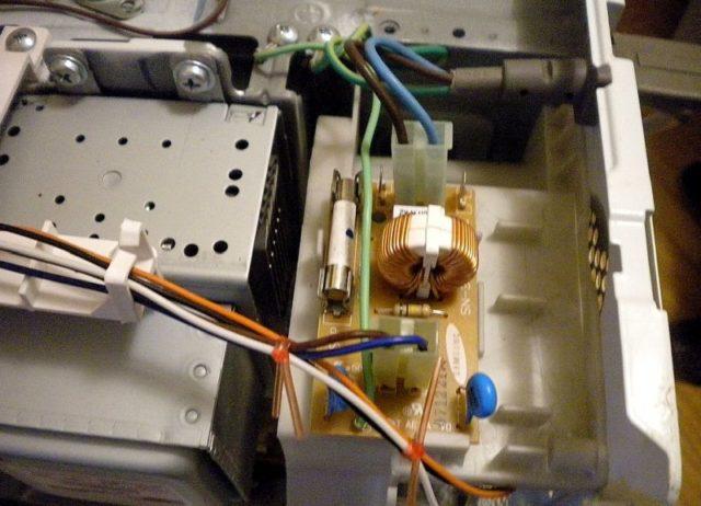 Почему перегорает и чем заменить предохранитель в микроволновке