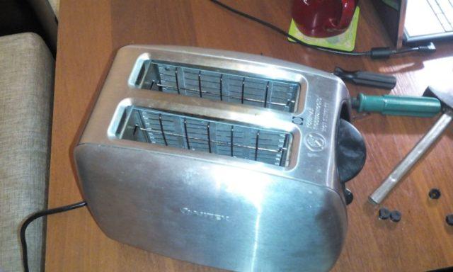 Как почистить тостер внутри от крошек и нагара