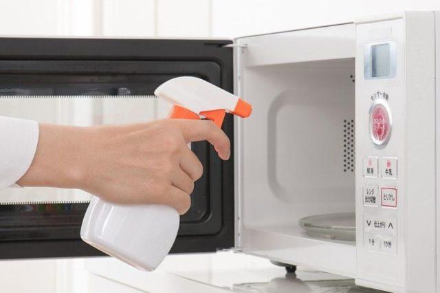 Как избавиться от запаха гари в микроволновке