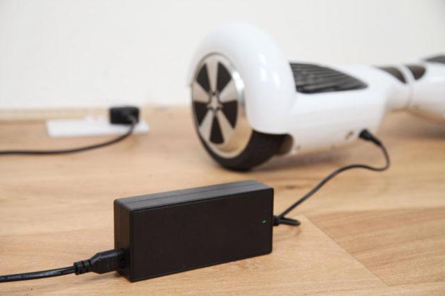 Почему гироскутер не включается: с кнопки включения, после зарядки