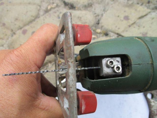 Как правильно вставить пилку в электрический, ручной лобзик